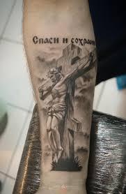 тату крест с надписью сделать со скидкой в салоне тату академия москве