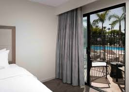hampton inn suites by hilton anaheim garden grove disneyland hotels 2 queen lanai with tub