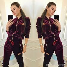 Womens Designer Sweat Suits 2019 Designer Tracksuit Women Luxury Sweat Suits Autumn Brand Womens Tracksuits Jogger Suits Jacket Pants Sets Sporting Suit Print Men Cotton From