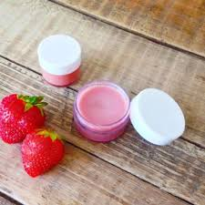 diy strawberry lip balm