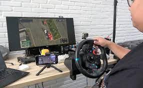 Video] Tập lái xe bằng vô lăng chơi game PS4