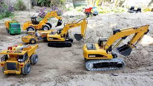 Máy Xúc Đồ Chơi Điều Khiển Và Máy Ủi Xúc Đá Về Đắp Đê (Excavator) Nhạc  Thiếu Nhi | Bé Tôm Kids | Làm việc chăm chỉ, Đồ chơi, Câu đố