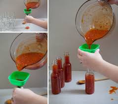 somethingturquoise diy hot sauce wedding favors 0003 jpg