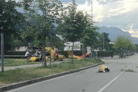 Precipita elicottero a Trento sud: pilota e tecnico sono feriti / VIDEO