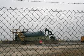 Island Gas Ltd. oil well © Chris cc-by-sa/2.0 :: Geograph Britain and  Ireland