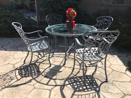 Ethan Allen Aluminum Outdoor Patio Furniture Set With Vine Motif 4 Chairs  And Round Glass Top