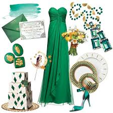 Planning your wedding around a luxe gold and emerald green color palette  adds an ultra-