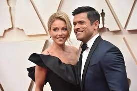 Mark Consuelos sends love to wife Kelly ...