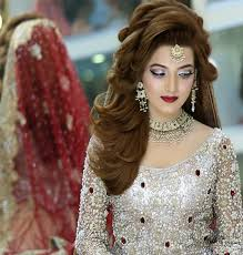 to have a real bridal look there are many por beauty parlors or beauticians that have expertise in their fields from head to toe decking