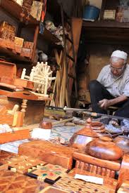 la vie quotidienne au maroc daily lives of moroccans a photo you ve seen this woodworker from the fez medina before through my tweets facebook album and new global citizen article he was one of my favorite people