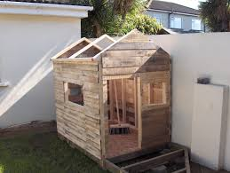 Playhouse made of Pallets - perfect