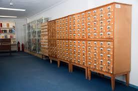 РНЦХ Научная библиотека Большую работу проводят сотрудники библиотеки с читателями у каталогов и картотек классифицируют научные статьи авторефераты и диссертации по УДК